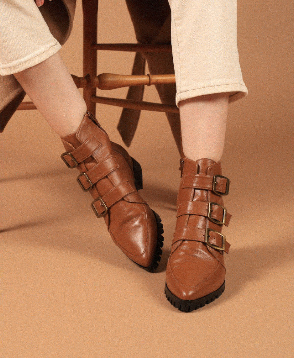 Camel leather ankle boots with pointed toe and buckles IRIS CAMEL - petite shoes size 2 - Small size women Shoes