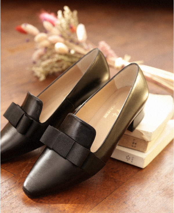 Black Women Loafers in Nappa Leather with pointed toe CLARA BLACK