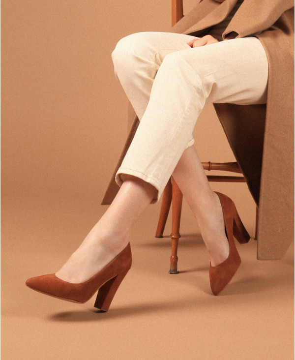 Brown pumps in suede with Block heel and Pointed toe RUBY CAMEL