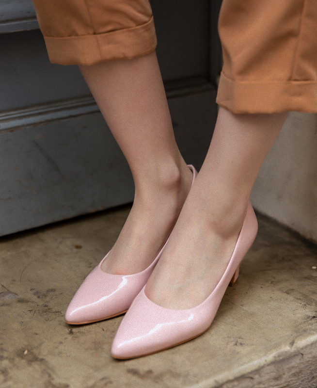 Pink Pumps in patent leather with kitten heel MARA CHAPLIN